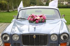 Jaguár bérelhető Platinum Wedding Rings, Titanium Wedding Rings, Titanium Rings, Gold Wedding Rings, Steyr, Nigerian Weddings, Romantic Weddings, Retro, Celebration
