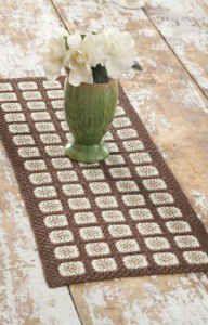 Autumn Tones Table Runner= free pattern using crochet thread Crochet Doilies, Crochet Yarn, Easy Crochet, Free Crochet, Irish Crochet, Crochet Placemats, Autumn Crochet, Crochet Leaves, Holiday Crochet
