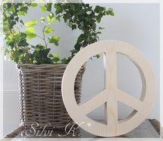 erhältlich hier: https://de.dawanda.com/product/111269603-holz-peace-zeichen-o-265-cm Silvi K., Handarbeit aus Holz, Peace, Peace-Zeichen, Frieden