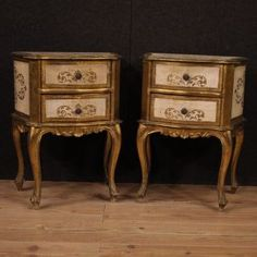 Pair of century Florentine bedside tables. Furniture of particularly small size in lacquered and gilded wood, of beautiful decoration Antique Market, Beautiful Interiors, Painted Furniture, Beautiful Decoration, Bedside Tables, Conservation, Pairs, Drawers, Antiques