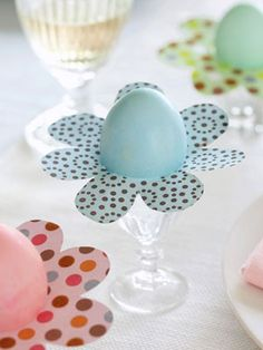 Easter dinner is one of the holidays that setting a stunning and memorable table is important for me. I want my children to remember Easter Sunday as a day of remembarance and love. So our Easter… Ostern Party, Diy Ostern, Hoppy Easter, Easter Eggs, Easter Table, Spring Crafts, Holiday Crafts, Easy Easter Crafts, Easter Ideas