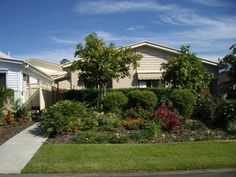Palm Lake Resort :: Lovely Home with Huge Front Garden Eagleby heights