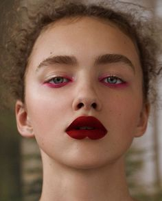Bold and daring make up choices can look fabulous on the right occasion. Awesome… Bold and daring make up choices can look fabulous on the right occasion. Awesome fashion style ღ Makeup Goals, Makeup Inspo, Makeup Art, Eye Makeup, Hair Makeup, Makeup Ideas, Makeup Tips, Prom Makeup, Makeup Products