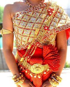 One of many Cambodian wedding dresses Cambodian Wedding Dress, Thai Wedding Dress, Blue Wedding Dresses, Laos Wedding, Khmer Wedding, Wedding Attire, Thai Traditional Dress, Traditional Outfits, Traditional Wedding
