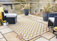 Washable rugs for beautiful outdoor spaces – Nina's Apartment Outdoor Range, Outdoor Fire, Indoor Outdoor Rugs, Outdoor Area Rugs, Outdoor Spaces, Outdoor Living, Outdoor Decor, Small Balcony Decor, Yellow Rug