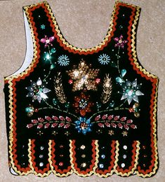 gorset sukiennicki - tył Polish Embroidery, Folk Embroidery, Embroidery Dress, Embroidery Patterns, Polish Folk Art, Fashion Vocabulary, Folk Costume, Traditional Outfits, Art Dolls