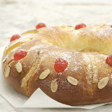 """January 6 is the Epiphany, or """"Dia de Reyes"""" (Three King's Day). On that day - make a Roscón de Reyes cake! Mexican Food Recipes, Sweet Recipes, Meals For Three, King Cake Recipe, How To Make Tortillas, Buttery Biscuits, I Chef, King Arthur Flour, New Cake"""