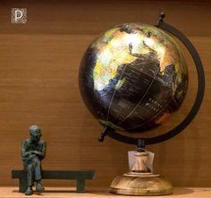 Escultura de Carlos Drummond, de Leo Santana.