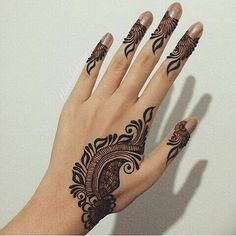 Beautiful And simple Floral Mehndi Design The beautiful collection of Floral Mehndi Designs patterns are here with different colors combination. Floral designs basically consist of floral designs. Mehndi plans to … Khafif Mehndi Design, Mehndi Designs Book, Modern Mehndi Designs, Mehndi Design Pictures, Mehndi Designs For Fingers, Beautiful Henna Designs, Latest Mehndi Designs, Mehndi Designs For Hands, Floral Designs