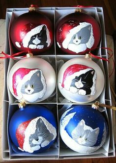 Paws N´ Whiskers handpainted cat christmas tree ornaments Painted Christmas Ornaments, Hand Painted Ornaments, Noel Christmas, Christmas Cats, Christmas Projects, Christmas Tree Decorations, Holiday Crafts, Christmas Bulbs, Christmas Paintings