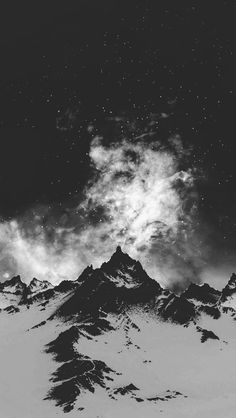モノクロの山脈と星空 モノクロの壁紙画像