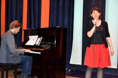 Valentina singing in De Badcuyp
