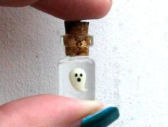 Tiny Glow-in-the-Dark Ghost in Tiny bottle charm/pendant - Bottles Craft 5 Bottle Jewelry, Bottle Charms, Bottle Necklace, Clay Charms, Diy Bottle, Wine Bottle Crafts, Jar Crafts, Bottle Art, Resin Crafts