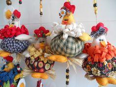 ARM - GALLINITAS. TECNICA: PATCHWORK, BORDADOS.///// Eliana Valim - móbile de galinhas