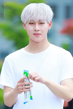 Why does Jooheon(Monsta x) look so much like Jimin(BTS)?