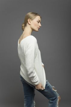 boucle V neck cashmere Knit;collection CoSTANZA.P