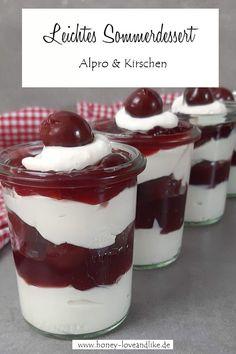 Leichtes Sommerdessert - Solero mit Kirsche #Kirschdessert Winter Desserts, Köstliche Desserts, Delicious Desserts, Funnel Cakes, Slow Cooker Desserts, Biscotti, Sorbet, Parfait