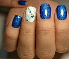 I love this dragonfly. Nails. Short. Blue and white.