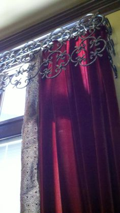 Window treatment  -  Interesting embellishment.