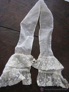 chorreta: corbata de encaje