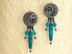 tute for earrings made with shank buttons + jump rings + beads -- lots of possibilities for variations