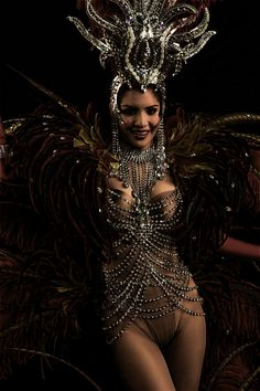 Read our guide to showgirl burlesque http://www.burlexe.com/guide-to-showgirl-burlesque-with-bettsie-bon-bon/