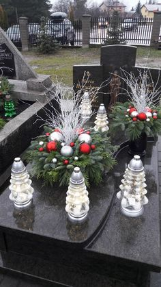 Grave Decorations, Christmas Decorations, Table Decorations, Funeral, Advent, Flower Arrangements, Christmas Diy, Flowers, Home Decor