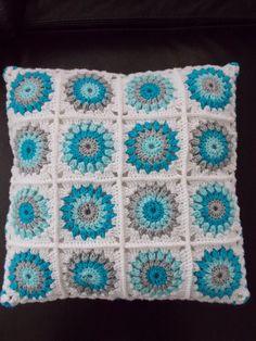 Kussen voor babykamer (met link naar gratis patroon) / cushion for babyroom (with link to free pattern)