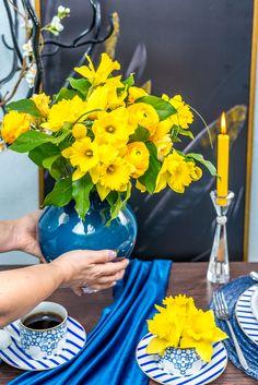 Adu o pată de culoare aranjamentului cu o vază minunată de la brandul german Villroy&Boch! Vino la Nobila Casa și alege-ți modelul preferat! Table Decorations, Coffee, Modern, Flowers, Blue, Home Decor, Kaffee, Trendy Tree, Decoration Home