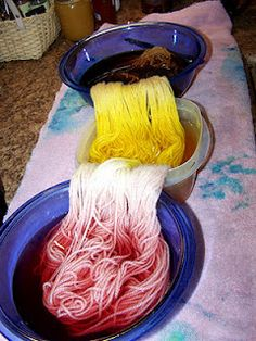 How to dye wool with tea, coffee, and turmeric. Super easy and super pretty!