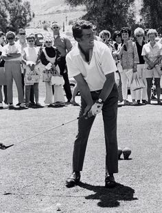 Dean Martin golfer on his own time. Martin King, Dean Martin, Hollywood Stars, Classic Hollywood, Martin Show, Joey Bishop, Peter Lawford, Sammy Davis Jr, Jerry Lewis