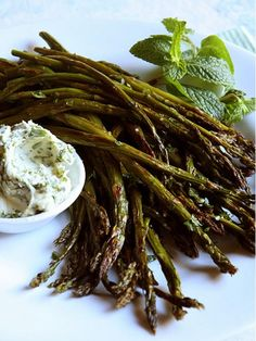 Easter Side Dish: Roasted Asparagus with Mint Butter http://www.ivillage.com/easter-menu-ideas/3-b-55138#55141