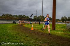 Alexa Efraimson (Camas) pulls away from the pack at #NikePreNationals #CrossCountry I was there!