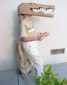 51 DIY Halloween costumes to make for yourself or your kids this year! DIY Halloween costumes are so much more fun than buying one in. Animal Costumes For Kids, Animal Halloween Costumes, Halloween Clothes, Halloween Outfits, Cardboard Costume, Cardboard Mask, Diy Cardboard, Holidays Halloween, Halloween Kids