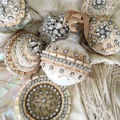 Here are the best Shabby Chic Christmas Decor ideas that'll give your room a romatic touch. From Pink Christmas Tree to Shabby Chic Christmas Ornaments etc Christmas Ornaments To Make, Noel Christmas, Handmade Christmas, Christmas Crafts, Diy Ornaments, Beaded Ornaments, Christmas Ideas, Vintage Pink Christmas, Shabby Chic Christmas Decorations