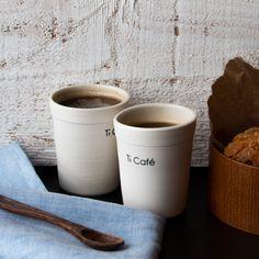 Tasses à espresso en porcelaine, Ti Café, fait à la main à Montréal. Ensemble de gobelets à espresso en porcelaine fait à la main, imitant les verres à café en styromousse.