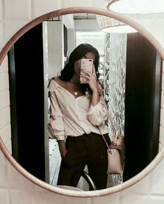 December 27 2019 at fashion-inspo Mirror Pic, Cool Mirrors, Mirror Selfies, Instagram Photos Ideas, Foto Casual, Aesthetic Girl, Cute Outfits, Summer Outfits, Fashion Outfits
