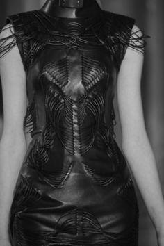 future girl, futuristic look, Ungaro, alternative girl, black clothing, futuristic style, futuristic fashion, avant-garde fashion by FuturisticNews