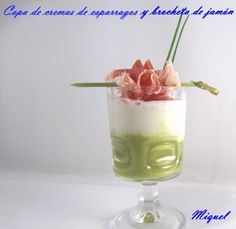 Copa de crema de espárragos y brocheta de jamón by http://lesreceptesdelmiquel.blogspot.com.es/2012_01_01_archive.html