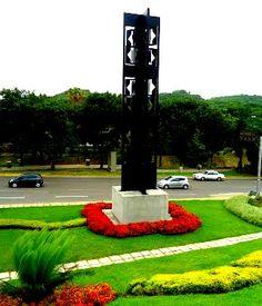 """Vista de la Réplica de la Escultura Original """"Pariata 1957"""" del Artista Venezolano Omar Carreño Caracas, Venezuela"""