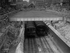 Platforms are lengthened at Euston Square underground station, 38 Breathtaking Pictures From The Early Days Of The London Underground London History, British History, Modern History, Vintage London, Old London, London Underground Train, London Architecture, London Transport, Public Transport