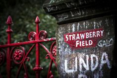 Te koop vanaf €16,- | Strawberry Fields | Liverpool | England | by Karina Alvarenga Fotografie