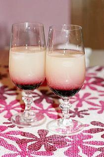 Malibu -zrób sama Ilość: 2 pełne butelki 0,7 l każda S… na Stylowi.pl Glass Of Milk, Panna Cotta, Food And Drink, Ethnic Recipes, Desserts, Kiwi, Kitchen, Beverages, Bebe