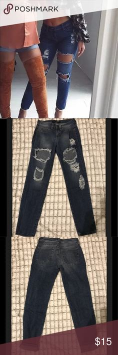 "FashionNova Boyfriend Ripped Jeans NWOT FashionNova Boyfriend Ripped Jeans Size 1 Rise 8"" Waist 12.5""across Inseam 27"" uncuffed Cropped Style Fashion Nova Jeans Ankle & Cropped"