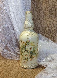 Recycled Glass Bottles, Painted Wine Bottles, Bottles And Jars, Altered Bottles, Antique Bottles, Vintage Bottles, Diy Bottle, Wine Bottle Crafts, Bottle Art