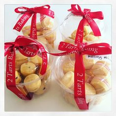 Looking for a morning or afternoon tea snack?? Or maybe a gift for a friend?? Why not come in and grab a packet of Strawberry or Passionfruit mini melting moments! $15 per packet!! Open till 5pm today. Xx2Tarts #2tartsbaking #passionfruit #strawberry #eat3280 #meltingmoments #giftideas #morningtea #afternoontea by 2tartsbaking