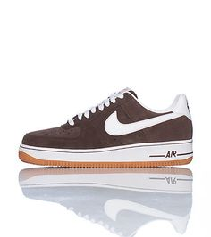 new style 7190e dade1 NIKE Low top mens sneaker Lace up closure Padded tongue with NIKE logo  Signature swoosh on
