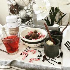 I was lucky yesterday to have a bit time before heading back home, and was able to visit again the @maschmanns deli food market 😋 Summerbird organic chocolate truffles are just awesome 😛💛❤️ #maschmanns #maschmannsmatmarked #delifood #foodie #summerbird #chocolate #truffles #organic #candycanes #treats #herkkuhetki #nannantyyliin #glögi #glögg #mulledwine #rivieramaison #rivieramaisondetails #lexington #eatdrinkandbemerry #amaryllis #whitechristmas #14daysuntilchristmas…