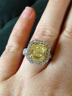 Kelly Clarkson's engagement ring - if I EVER get engaged I must have a yellow round cut 2-4 (lol) carat diamond platinum engagement ring. Just sayin'... So all my girlies can pass that info on. Thank you. Lol