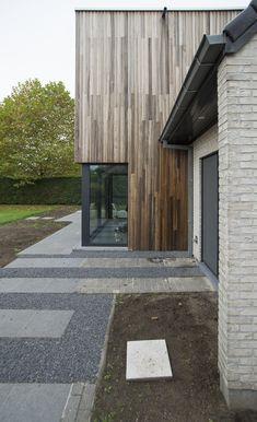 Uitbouw-houten-gevelbekleding Garage Doors, Outdoor Decor, Home Decor, Decoration Home, Room Decor, Home Interior Design, Carriage Doors, Home Decoration, Interior Design